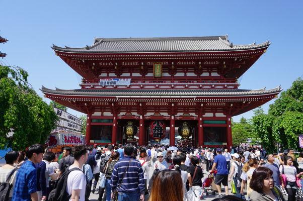 Brána Hozomon - hlavný vstup k chrámu Sensó-dži (Senso-ji) v Tokiu