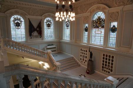 Druhé (zadné) schodisko radnice v Belfaste
