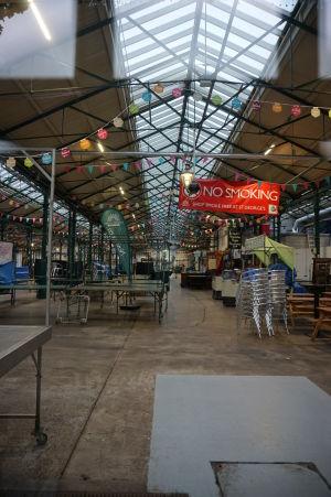 St. George's Market - Trh sv. Juraja, najväčší a najobľúbenejší trh v Belfaste, večer už býva prázdny
