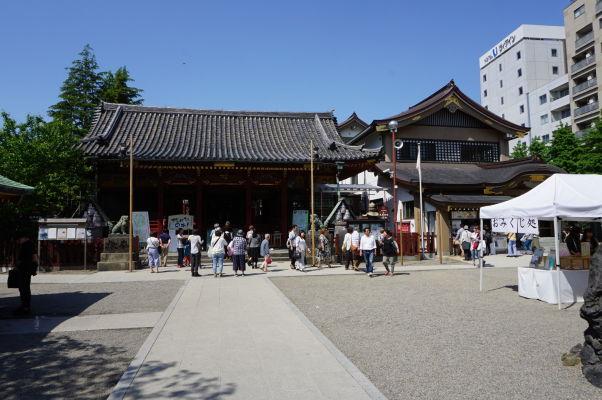 Svätyňa Asakusa v chráme Sensó-dži (Senso-ji) v Tokiu