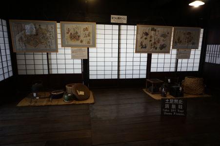 V interiéroch sa dajú vidieť aj rôzne predmety dennej potreby