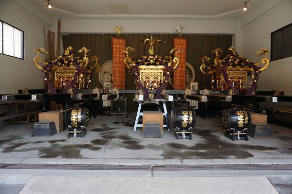 Obradné nosidlá v chráme Sensó-dži (Senso-ji) v Tokiu