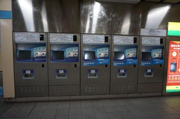Automaty pre kúpu žetónov na metro v Tchaj-peji
