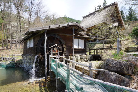 Vodné mlynské koleso v skanzene Hida no Sato
