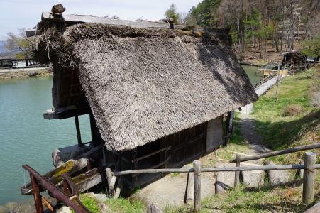 Vodou poháňané piesty v skanzene Hida no Sato