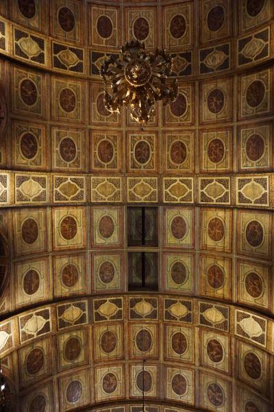 Zlatom zdobený barokový strop chrámu v Kláštore sv. Benedikta v historickom centre Ria de Janeiro