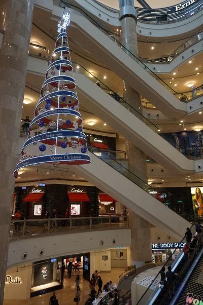 Nákupné centrum pod mrakodrapom Taipei 101 v Tchaj-peji je obrovské a rozprestiera sa cez niekoľko poschodí