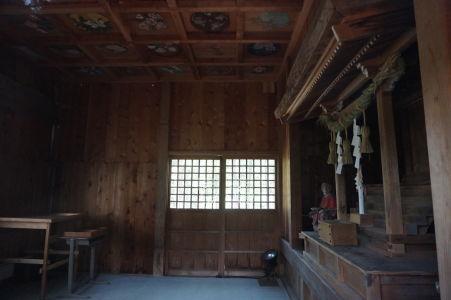 Šintoistická svätyňa v Hida no Sato - Otvára sa len raz za rok a sú v nej vzácne staré maľby na strope