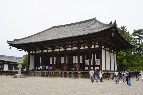 Východná Zlatá Sieň (East Golden Hall - Tō-kondō) v chráme Kófuku-dži v Nare