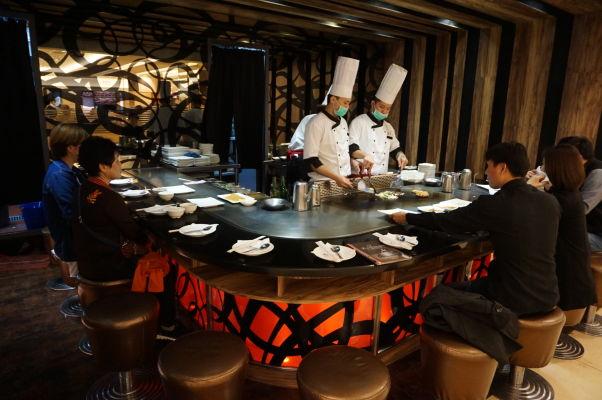 Obchodné centrá v Tchaj-peji disponujú klasickými foodcourtmi, ale i štýlovými reštauráciami