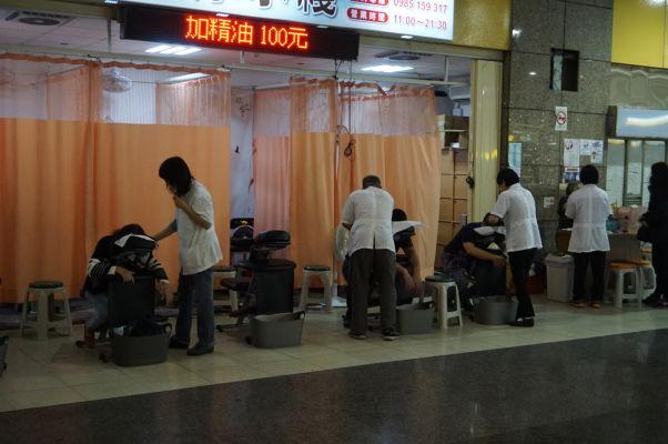 Na staniciach na Tchaj-wane nájdete všetky možné služby