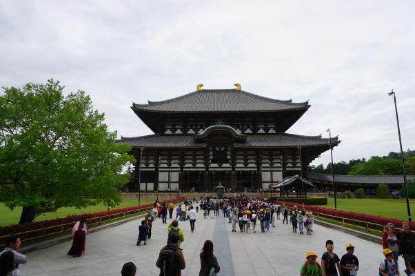 Veľká Budhova Sieň (Daibutsuden) chrámu Tódai-dži v Nare - najväčšia drevená budova na svete