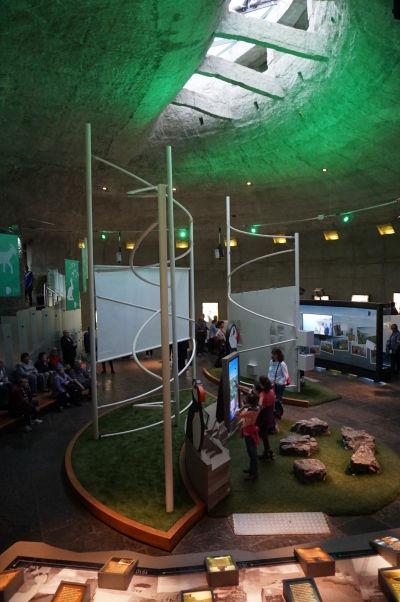 Expozície v útrobách návštevníckeho centra pri Moherských útesoch v Írsku