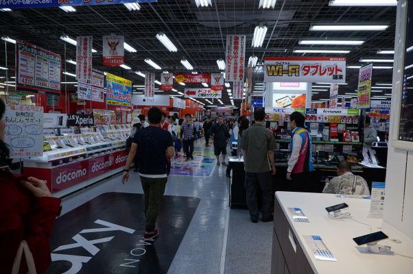 Niekoľkoposchodový dom s elektronikou v štvrti Akihabara v Tokiu, známej aj ako Electric Town