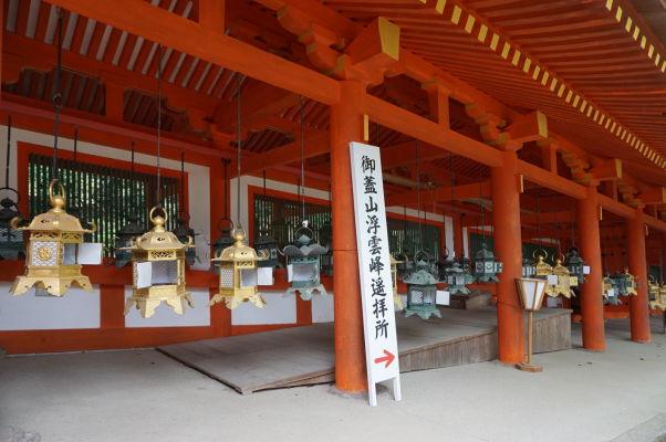 Bronzové lampáše vo svätyni Kasuga Taiša v Nare