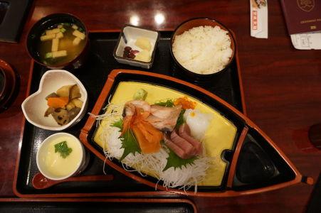 Tradičné japonské sašimi - surové morské plody