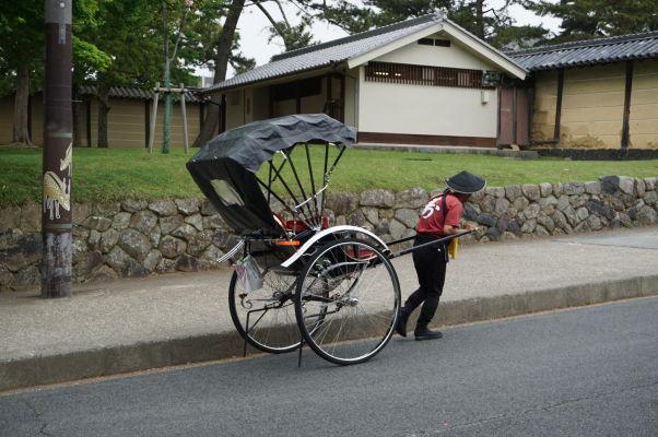 Rikša - tradičný dopravný prostriedok v parku Nara