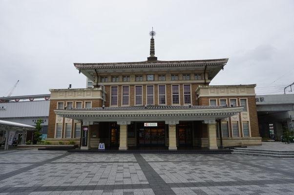 Železničná stanica v Nare