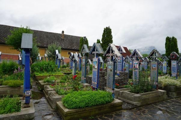 Maľované náhrobky na Veselom cintoríne