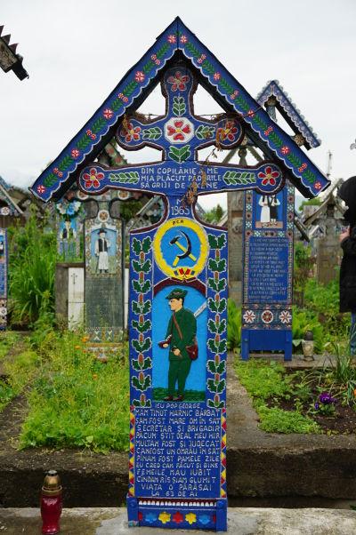 Veselý cintorín v Săpânțe - Pravdepodobne vášnivý poľovník a komunista v jednom