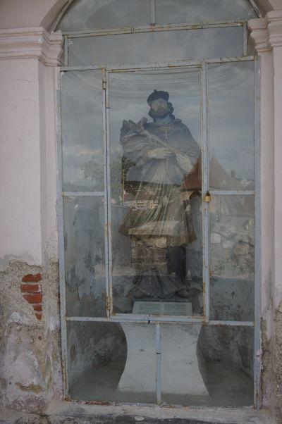 Socha sv. Jána Nepomuckého, svetoznámeho českého mučenníka a patróna mostov, na moste Korvínovho hradu v Hunedoare