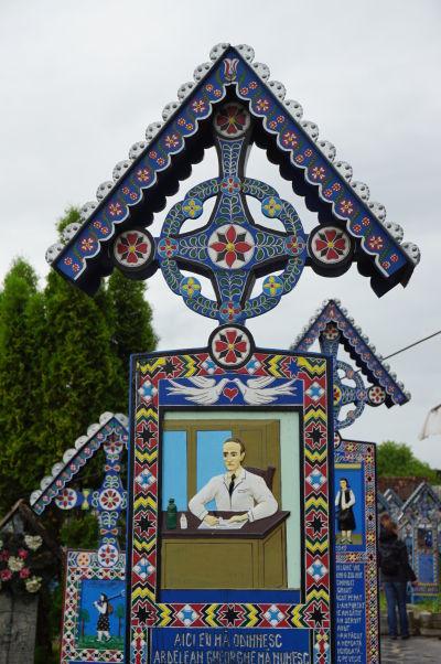 Veselý cintorín v Săpânțe - Medzi intelektuálnu elitu patrili lekárnici alebo zverolekári