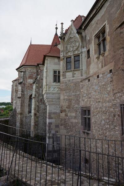 Fasády z rôznych období na Korvínovom hrade v Hunedoare