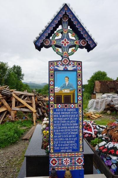 Veselý cintorín v Săpânțe - Nájdu sa tu i ľudia, ktorí pracovali v kancelárii