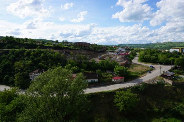 Výhľad z hradieb Korvínovho hradu na Hunedoaru