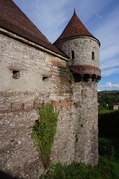 Osamelá veža Korvínovho hradu v Hunedoare