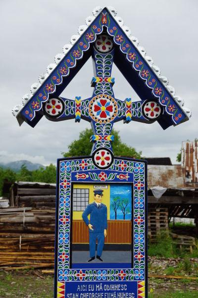 Veselý cintorín v Săpânțe - Náhrobok policajta