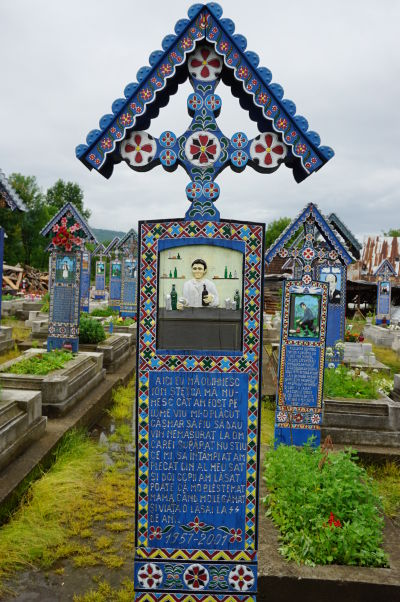Veselý cintorín v Săpânțe - Tento pán zrejme zomrel na cirhózu pečene