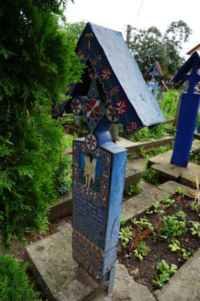 Veselý cintorín v Săpânțe - Maľované náhrobky majú i deti