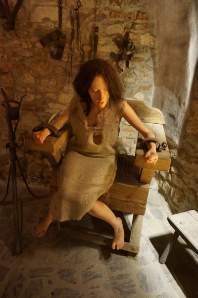 Mučiareň v akcii na Korvínovom hrade v Hunedoare