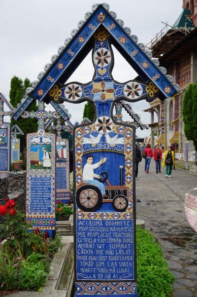Veselý cintorín v Săpânțe - Väčšina obyvateľov žije (žila) životom obyčajných sedliakov a remeselníkov