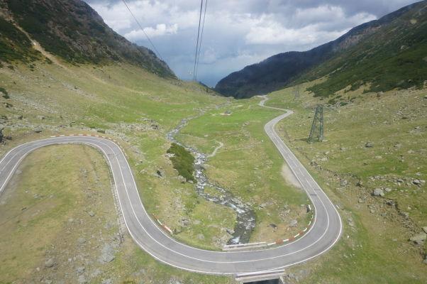 Pohľad z lanovky na vysokohorskú cestu Transfagarašan