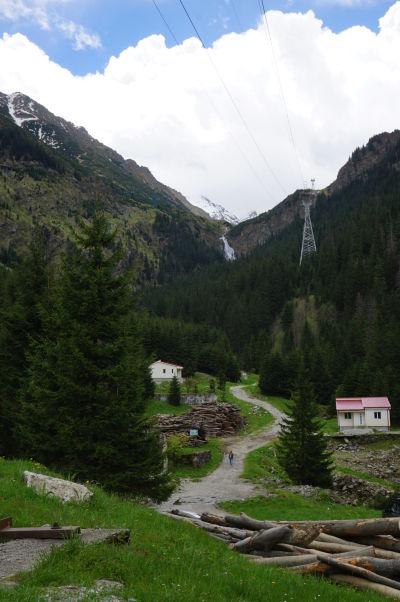 Cestička k vodopádu Balea neďaleko vysokohorskej cesty Transfagarašan