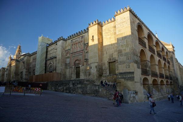 Balkóny na juhovýchodnom rohu Mezquity v Córdobe, ktoré mali dodať viac svetla vo vnútri chrámu