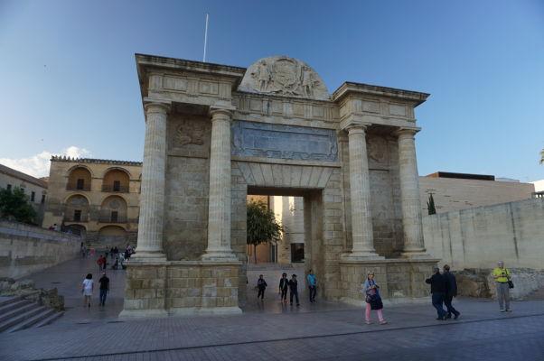 Renesančná brána k Rímskemu mostu (Puerta del Puente) v Córdobe