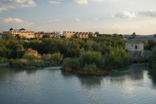 Rieka Guadalquivir v Córdobe a vodný mlyn