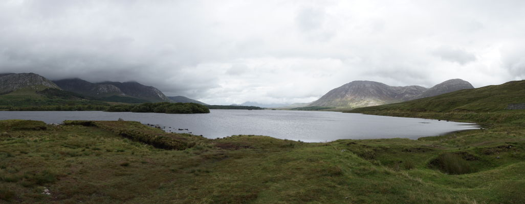 Jazero Lough Inagh v írskom regióne Connemara