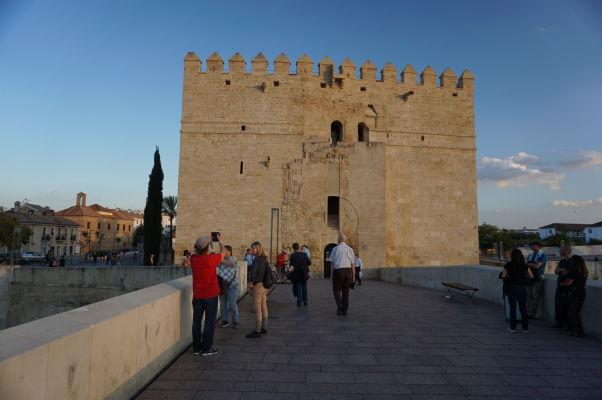 Rímsky most s vežou Calahorra v Córdobe
