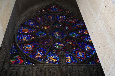 Hlavné vitrážové okno (rozeta) katedrály Notre-Dame v Reims