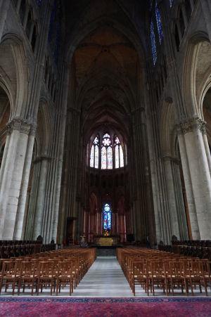 Hlavná loď katedrály Notre-Dame v Reims