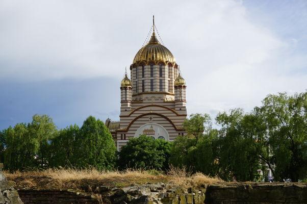 Katedrála Jána Krstiteľa pri pohľade z pevnosti vo Fagaraši