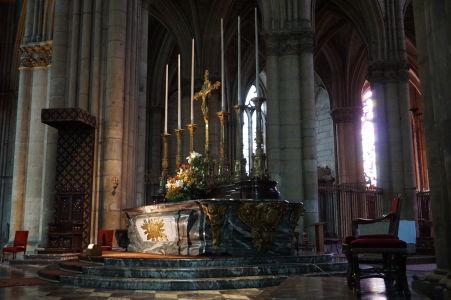 Hlavný oltár katedrály Notre-Dame v Reims
