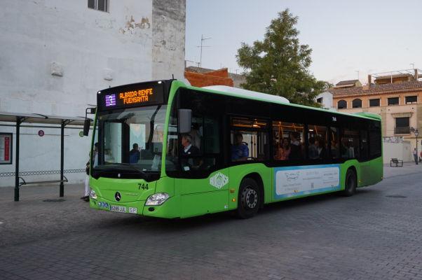 Typické zelené autobusy obstarávajúce v Córdobe MHD