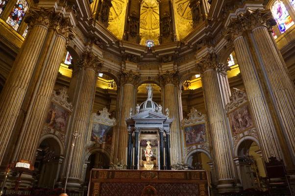 Hlavný oltár a presbytérium katedrály v Málage
