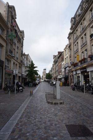 V Reims nájdete mnoho peších zón a príjemných uličiek s obchodíkmi a kaviarňami