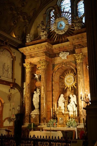 Oltár v zadnej časti katedrály v Málage zo vzácneho ružového mramoru